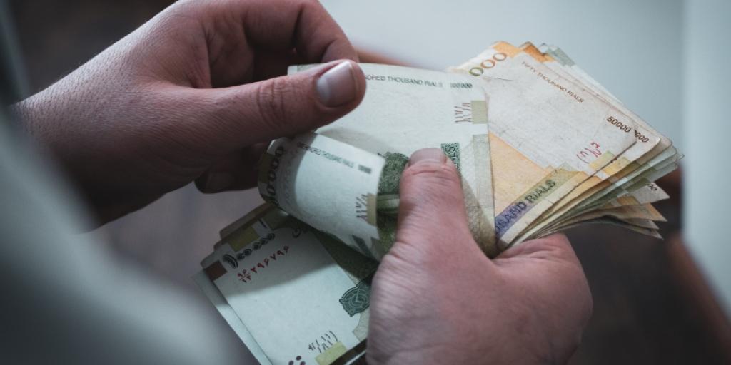 افزایش حقوق کارمندان با توجه به افزایش تورم>         </div>         <div class=