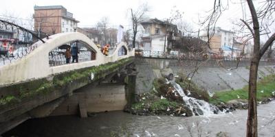 ضرورت رسیدگی به املاک داخل پروژه حریم رودخانه پل زرجوب شهر رشت