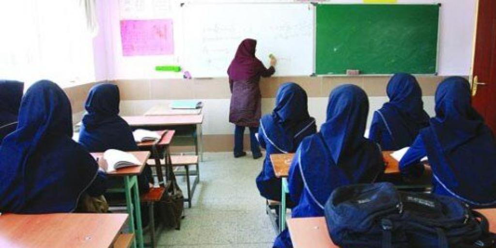 چرا از قانون ممنوعیت استخدام افراد عینکی در آموزش و پرورش تبعیت نمیشود؟>         </div>         <div class=