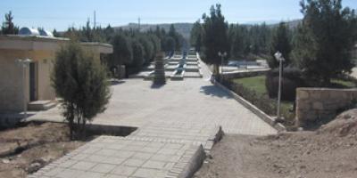 خاکی بودن محوطه ساختمان الماس بهارستان میانرود شیراز
