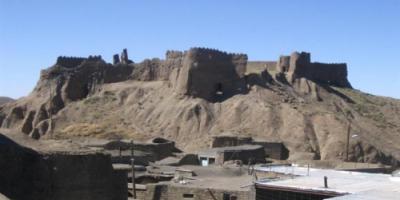 درخواست برداشتن دکلهای مخابراتی از کنار قلعه بیدسکان