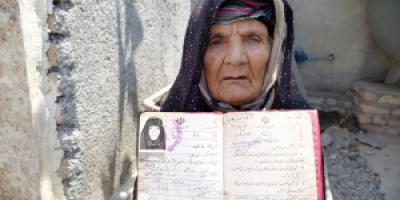 حضور پیرزن ۱۱۱ ساله در شعبه اخذ رأی شهرستان بندر ترکمن