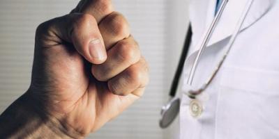 قانونی جهت محافظت جان کادر درمان تصویب شود